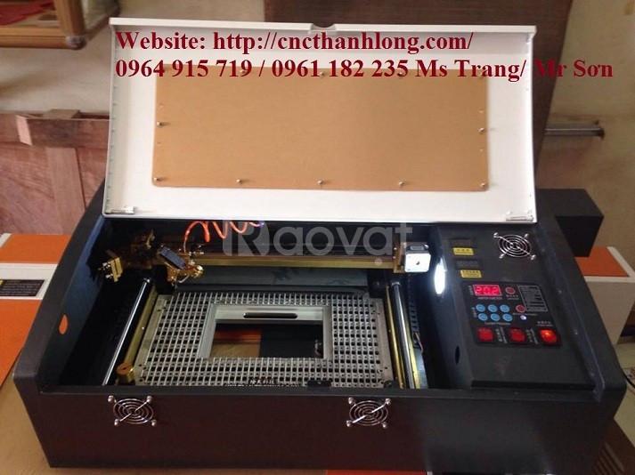 Máy khắc laser 3020 -khắc cắt trên phi kim làm quà lưu niệm