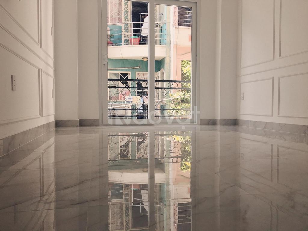 Gia đình bán nhà HXH, 5 tầng, 40m2, phường 2, quận 3