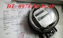 Thợ lắp công tơ, đồng hồ điện ở Hà Nội
