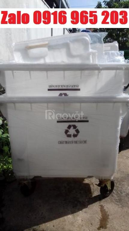 Thùng rác 660 lít màu trắng, xe rác màu trắng 660 lít nhựa hdpe