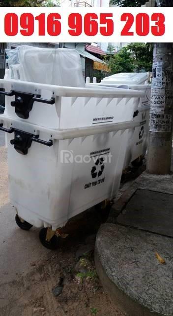 Thùng rác 660 lít màu trắng nhưa hdpe, xe rác 660 lít đựng rác tái chế