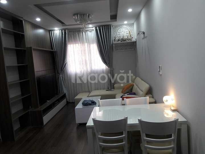 Cho thuê căn hộ 106 Hoàng Quốc Việt DT 45m2, full nội thất