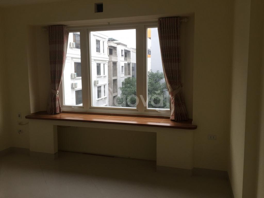 Bán nhà tại Xuân La kinh doanh tốt, ô tô vào nhà, DT 55m2 = 5 tầng