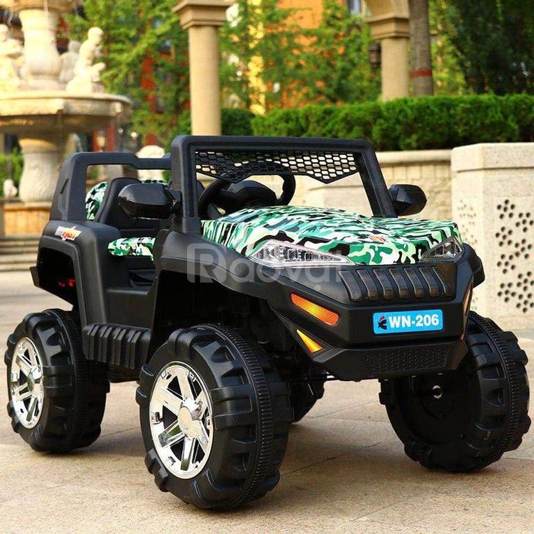 Xe ô tô điện trẻ em WN-206 dáng jeep khỏe khoắn cho các bé vui chơi