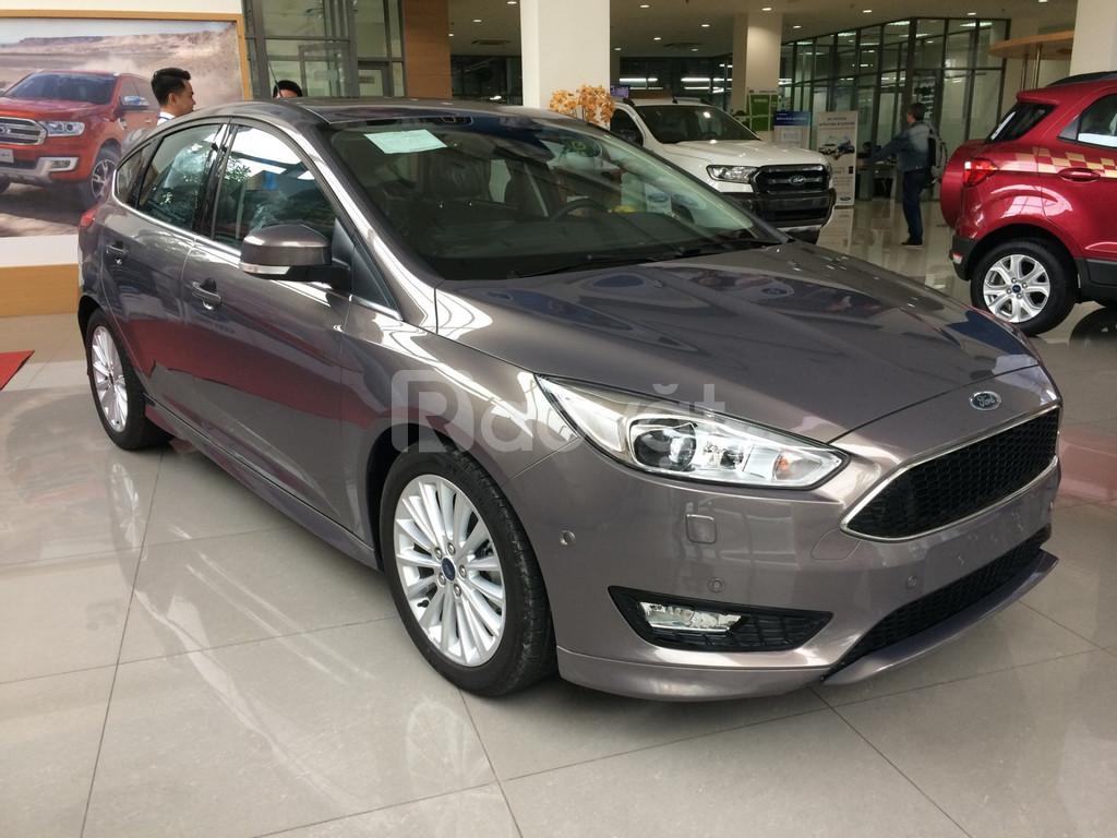 Ford Focus, giảm giá lớn, tặng phụ kiện lên đến 40 triệu