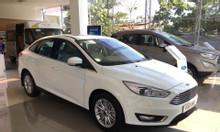 Ford Focus, giá tốt, quà tặng hấp dẫn