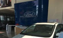 Xe Ford 5 chỗ, giao xe ngay, giá tốt quà tặng giá trị