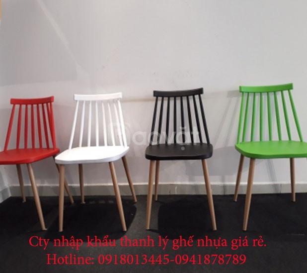 Ghế nhựa 7 song chân sắt nhập khẩu thanh lý giá rẻ.