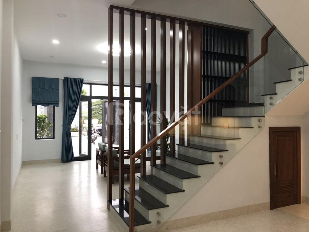 Bán nhà 3 tầng, 210m2, full nội thất, SH chính chủ, Cẩm Lệ, Đà Nẵng.
