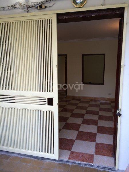 Bán gấp căn hộ tập thể D1 Trung Tự 100m giá rẻ