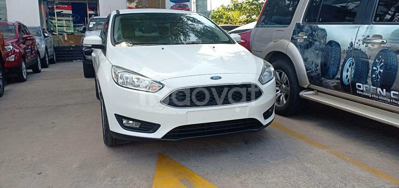Ford Focus, giảm giá hơn 50 triệu, tặng gói phụ kiện 50 triệu