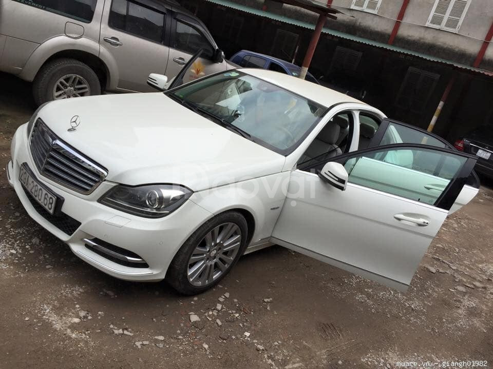 Gia đình cần bán xe Mercedes C250 đời 2011, màu trắng