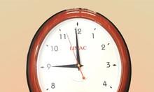 Đồng hồ treo tường là quà tặng khách hàng ngoài chức năng xem giờ, nó