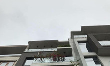 Bán nhà Hoàng Quốc Việt, 3 mặt thoáng, Nhà mới đẹp, dt 55m, 5.9 tỷ