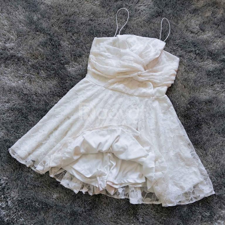 Đầm ren xòe màu trắng đẹp