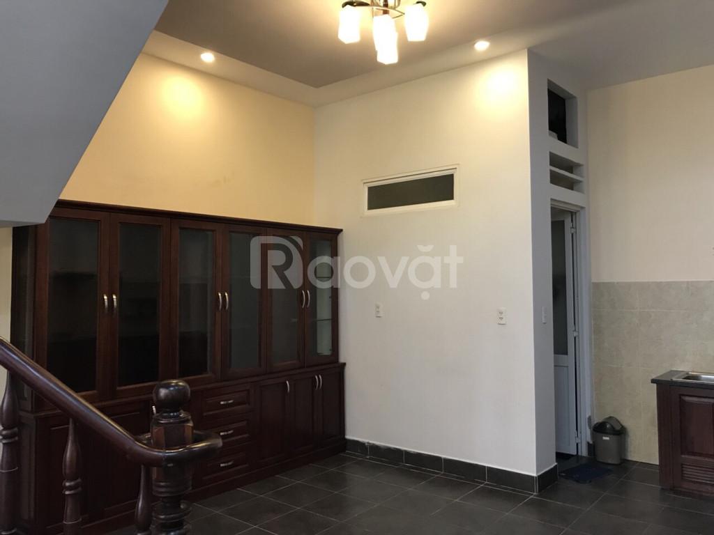 Gia đình về quê gấp cần bán nhà sau lưng nhà thờ Tân Định, P.8 Quận 3