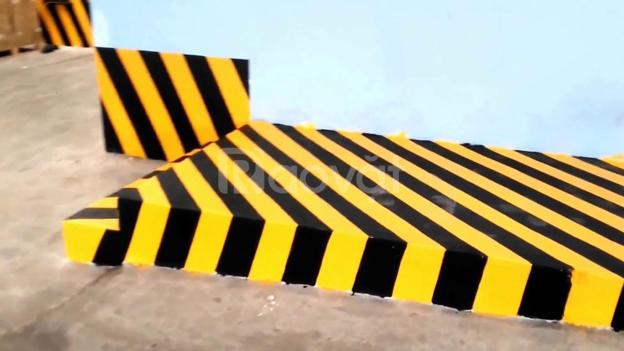 Chuyên cung cấp sơn kẻ vạch cho sân bay, trường đua, bãi tập lái xe