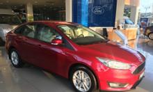 Ford Focus giao ngay, quà tặng nặng ký
