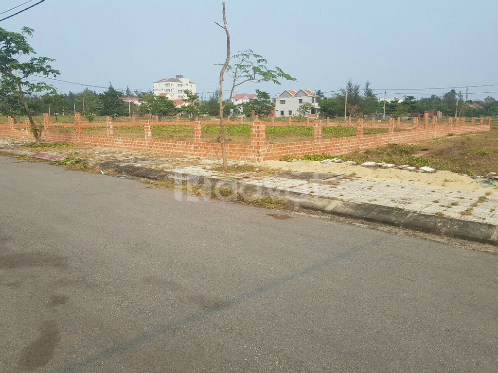 Tôi cần bán lô đất ruột cạnh khách sạn Mường Thanh 460m2 đã có sổ