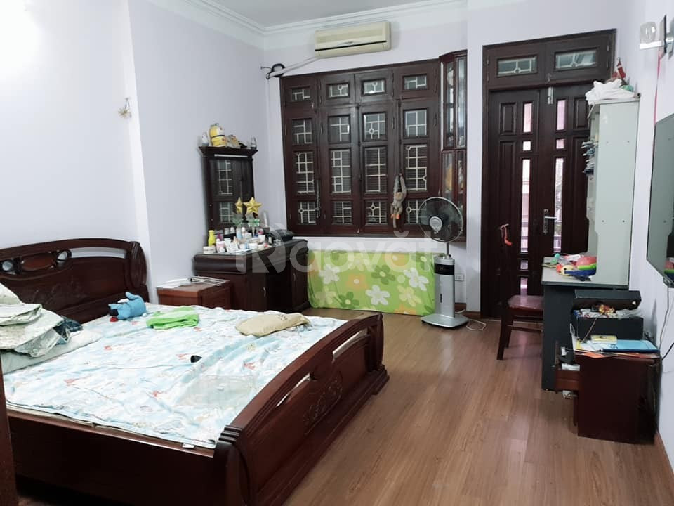Gia đình cần bán gấp nhà ngõ 115 Quan Hoa DT 35m2, 4 tầng
