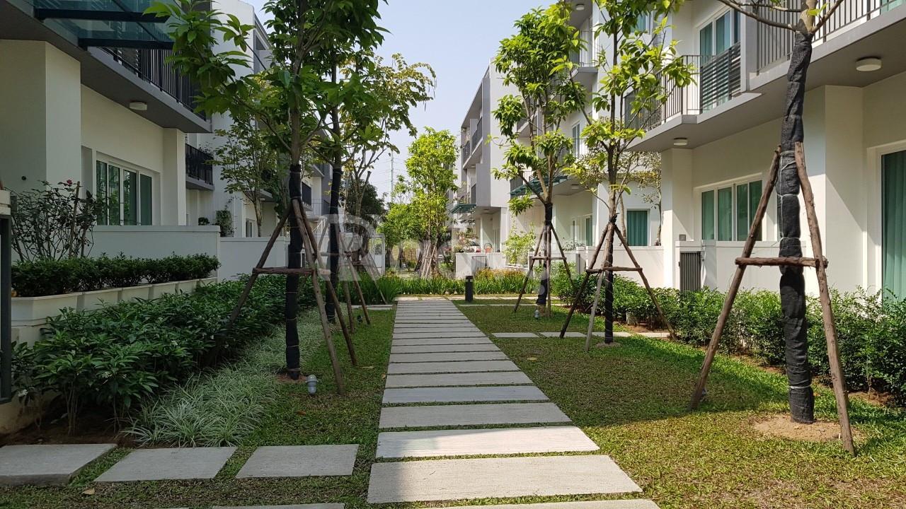 Bán gấp liền kề nhà vườn Park City, 120m2, lô góc, giá bán 9 tỷ SĐCC
