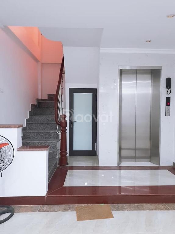 Nhà Hoàng Cầu Trần Quang Diệu 7T*43m gara ô tô tránh thang máy