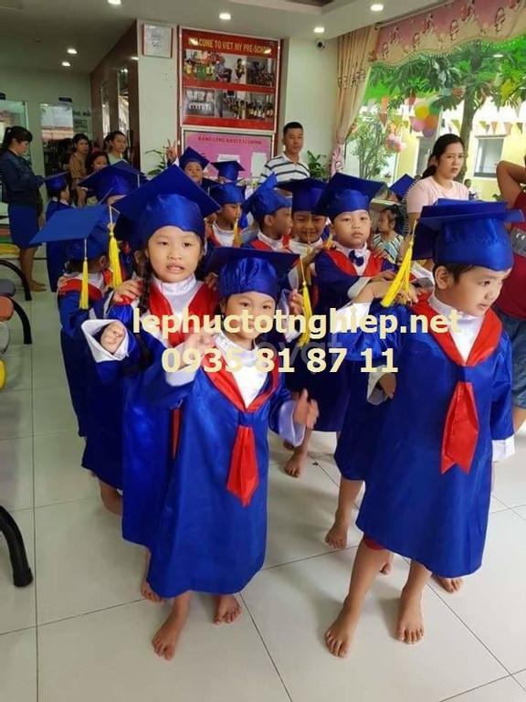 Xưởng may đồng phục tốt nghiệp tại HCM