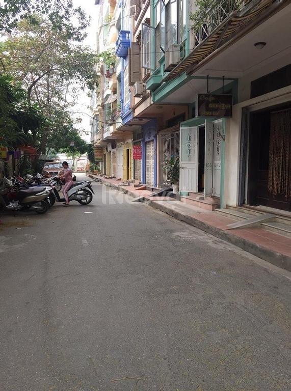 Hoàng Cầu Trần Quang Diệu  7 Tầng mới Gara ô tô thang máy gần mặt phố
