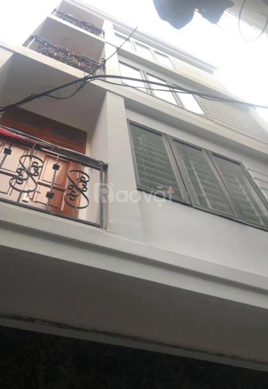 Bán nhà gần ngay Vincom Phạm Ngọc Thạch, diện tích 32m2, giá 3,1 tỷ.