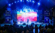Cuộc thi hát Karaoke trên sân khấu lớn ngoài trời