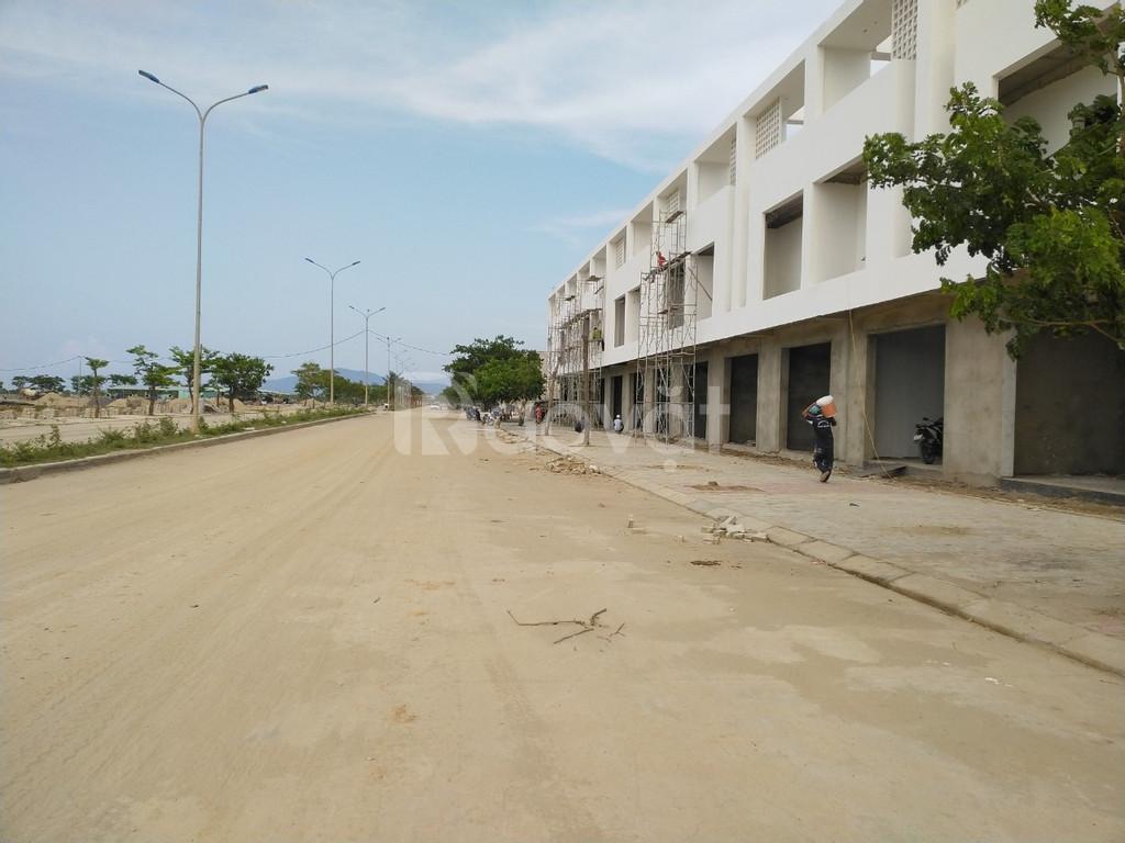 Căn Shophouse trên trục 33m cách biển Nguyễn Tất Thành chỉ 1km