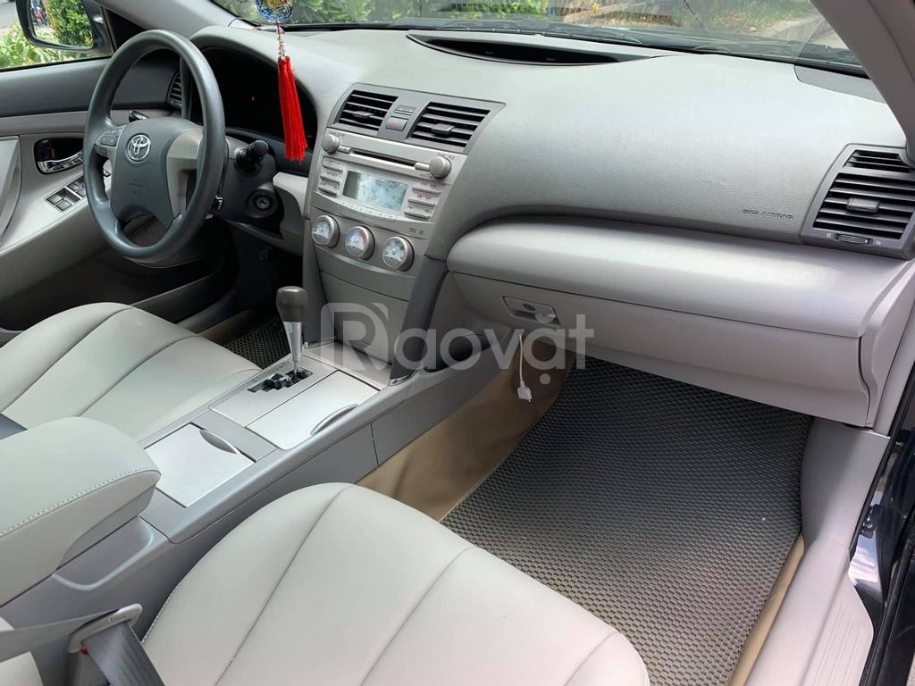 Bán Toyota Camry 2.5LE xe nhập Mỹ mới, máy gầm êm ái, xe ngay ngắn