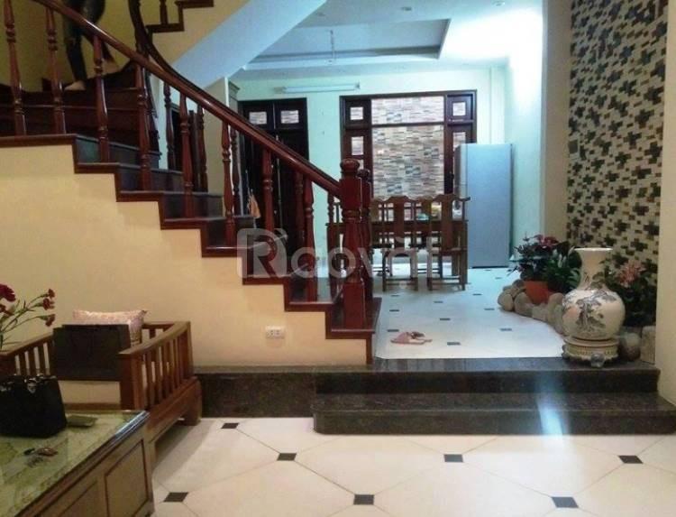 Cần bán nhà mới 5 tầng, hướng Đông Nam, 3 pn quận Ba Đình