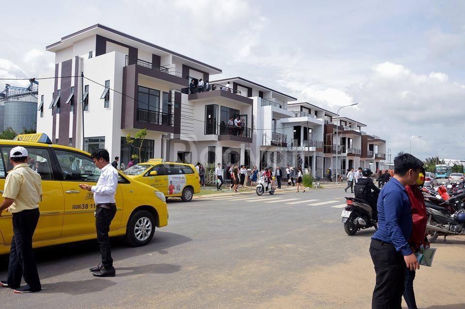 Bán nhà phố Solar City  ngay thị trấn Bến Lức Long An