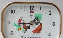 Đồng hồ báo thức gà vuông đồng hồ cơ màu nâu đồng hình chữ nhật