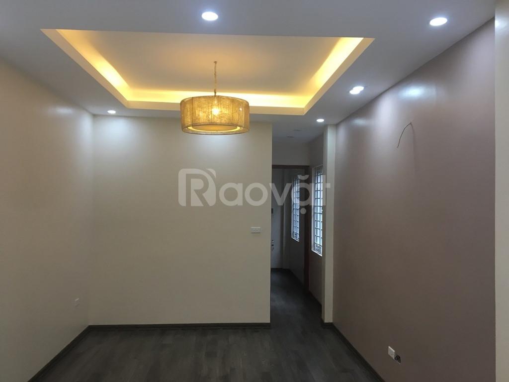 Bán nhà xây mới 5 tầng Xuân La, 40m2, 2.9 tỷ, ngõ thông Võ Chí Công