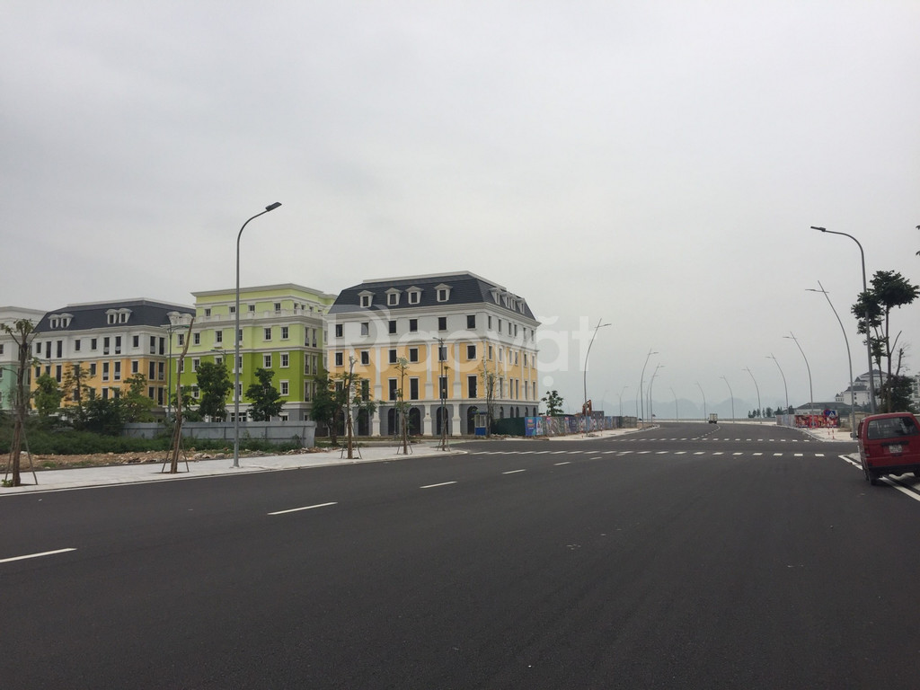 Bán khách sạn 28 phòng mặt biển Bãi Cháy Hạ Long, 300m2x5 tầng