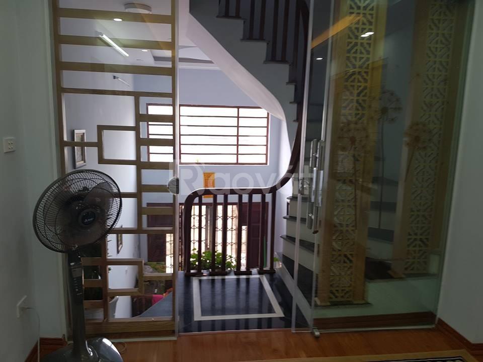 Bán nhà Định Công hạ 5 tầng, 31m2 ôtô tránh nhau nhà đẹp full nội thất