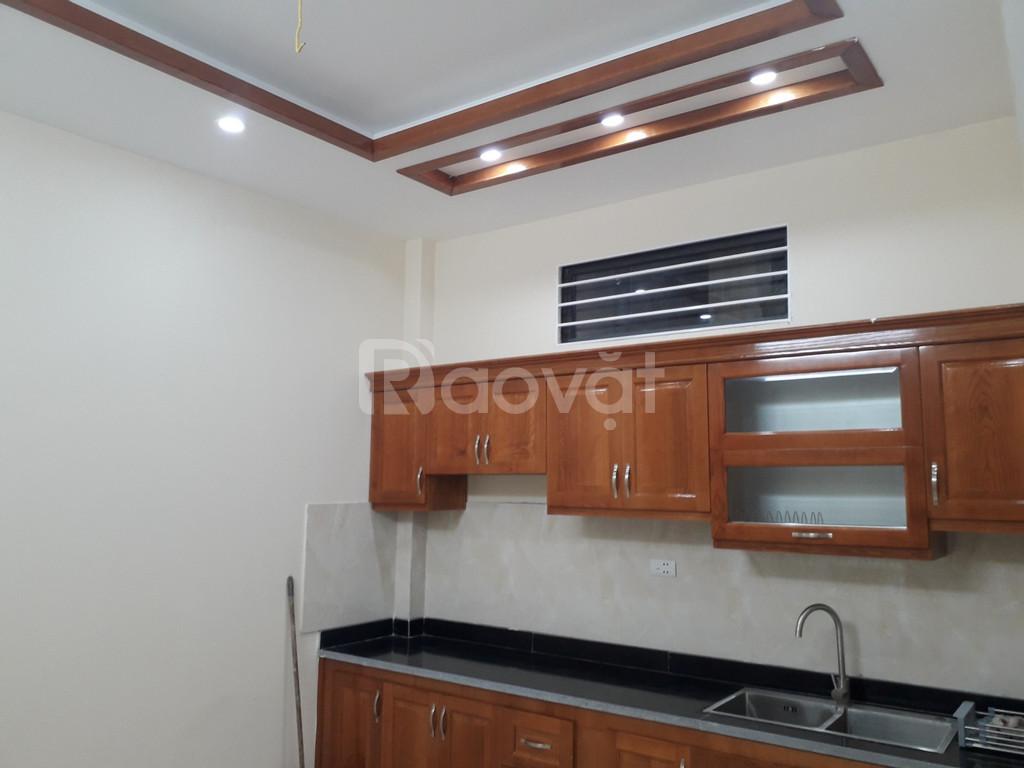 Bán nhà gần ngã tư Võ Chí Công - Xuân La, DT 40m2, giá 2.9 tỷ xây mới