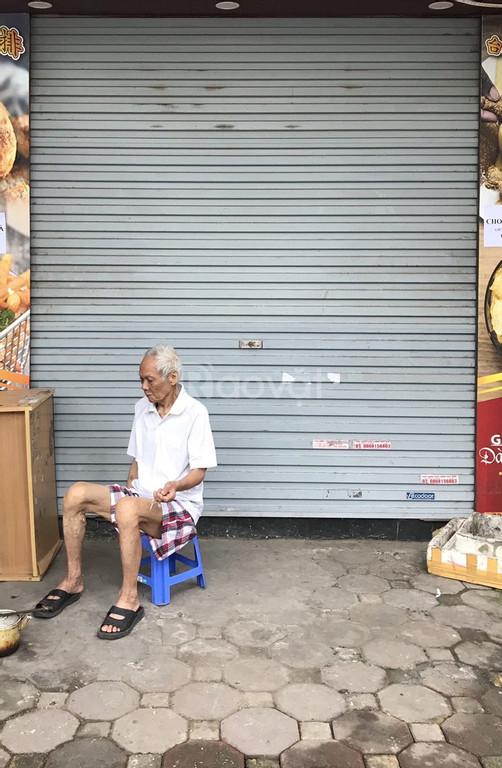 Cho thuê nhà mặt phố Hoàng Quốc Việt, mặt tiền gần 4m