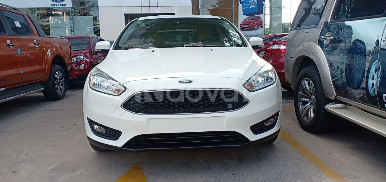 Ford Focus, giá tốt, tặng combo phụ kiện