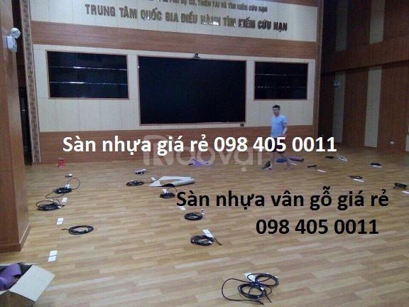 Sàn nhựa vân gỗ lót sàn chống nước giá rẻ Hà Nội