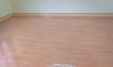 Sàn nhựa vân gỗ giá rẻ chống cháy cho cửa hàng