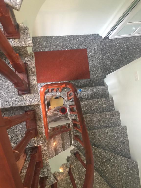 Bán nhà gần ngã tư Xuân La - Võ Chí Công, 40m2 5 tầng có sân, 2.9 tỷ