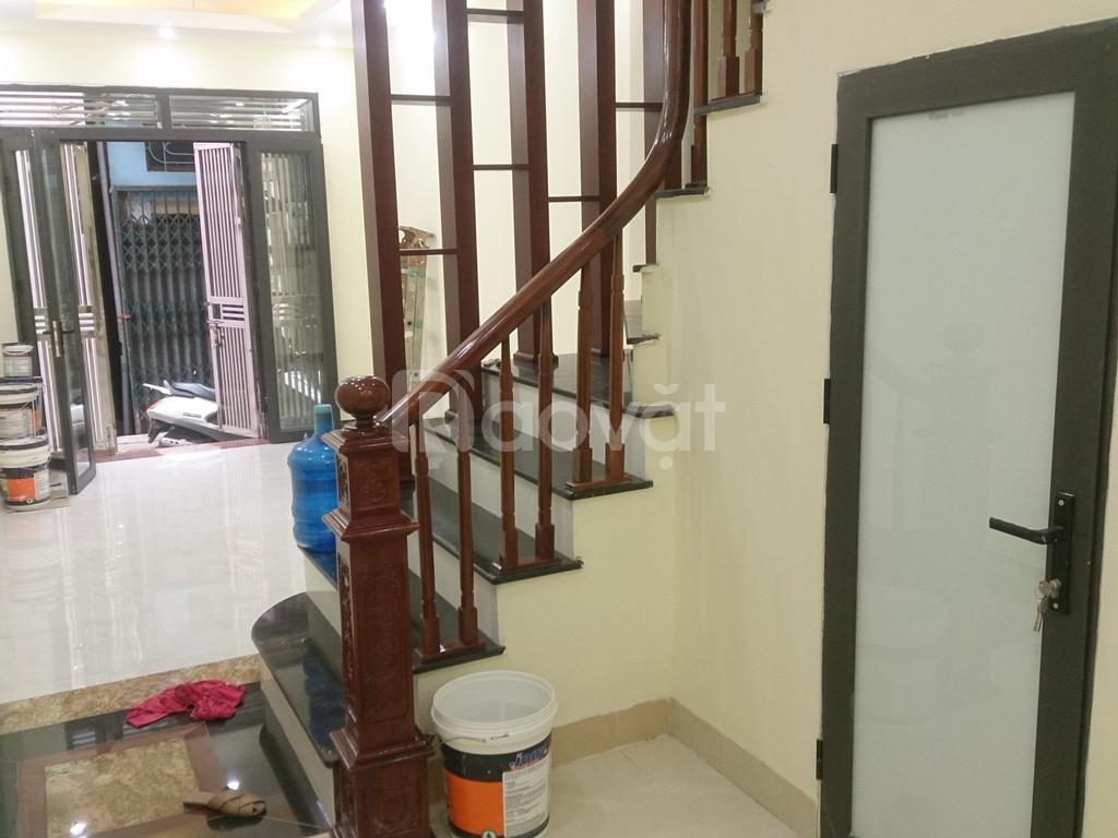 Cần bán nhà chính chủ DT 40m2x5T ngay ngõ Hòa Bình7, HBT, Hà Nội