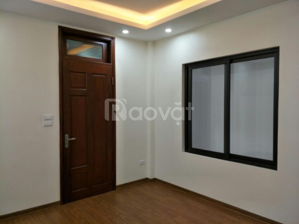 Bán nhà 40m2 5 tầng tại Xuân La, ngõ thông đường Võ Chí Công, 2.9 tỷ
