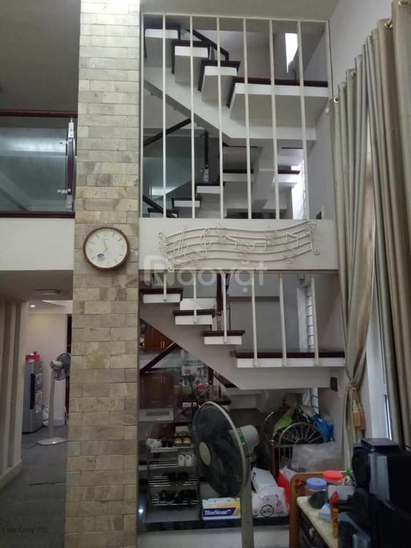 Bán nhà phố Chùa Láng 74m2 x 4T, Mt 5m, Giá 7.9 tỷ