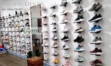 Bốn mẫu kệ trưng bày giày thể thao được sử dụng nhiều năm 2019