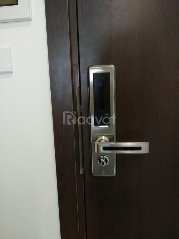 Khóa cửa vân tay O'lok H7900