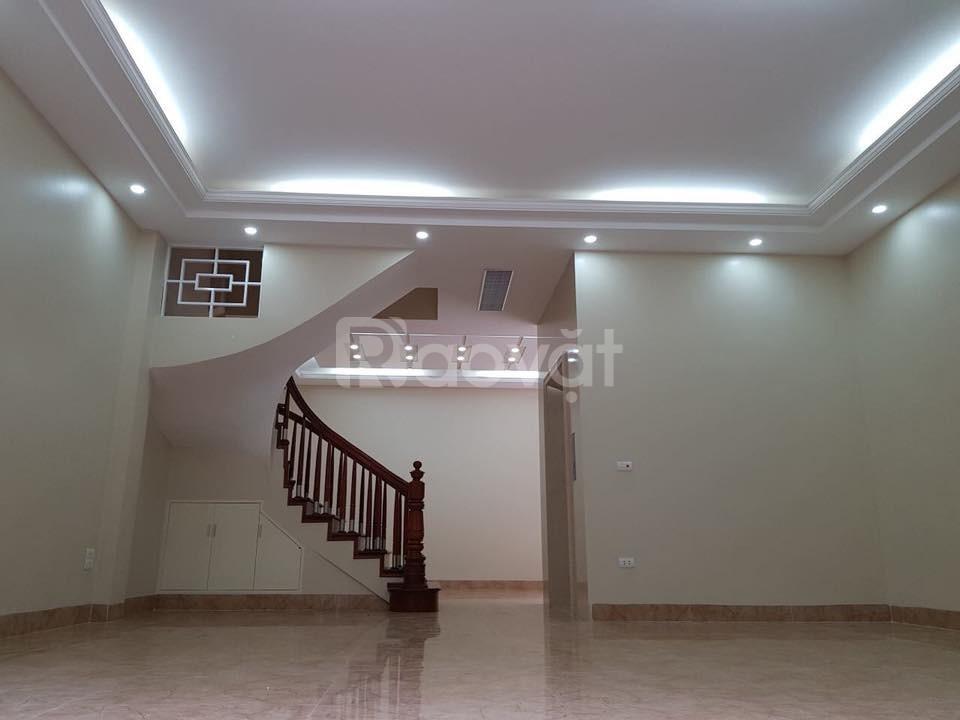 Bán nhà Trần Quốc Hoàn diện tích 82m2 mặt tiền 6m, lô góc, thang máy